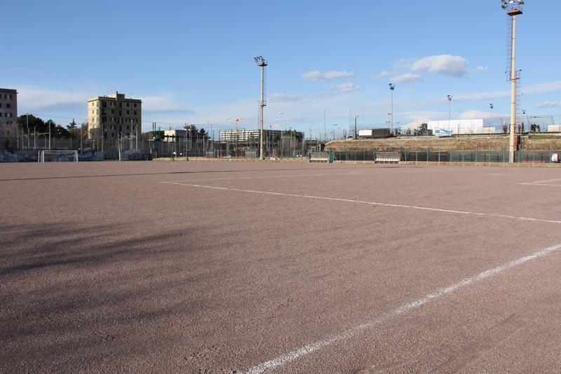 campo calcio in terra battuta
